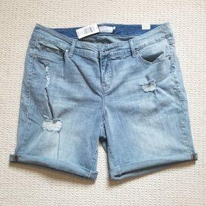 Torrid light blue distressed jean shorts size 18